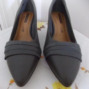 Clarks Collection grey leather kitten heel size 7M
